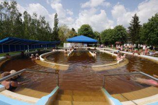 Fedett strandok, termálfürdők a Tisza-tónál