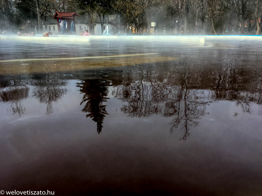A Tisza-tónál telel? Irány a termálvíz!