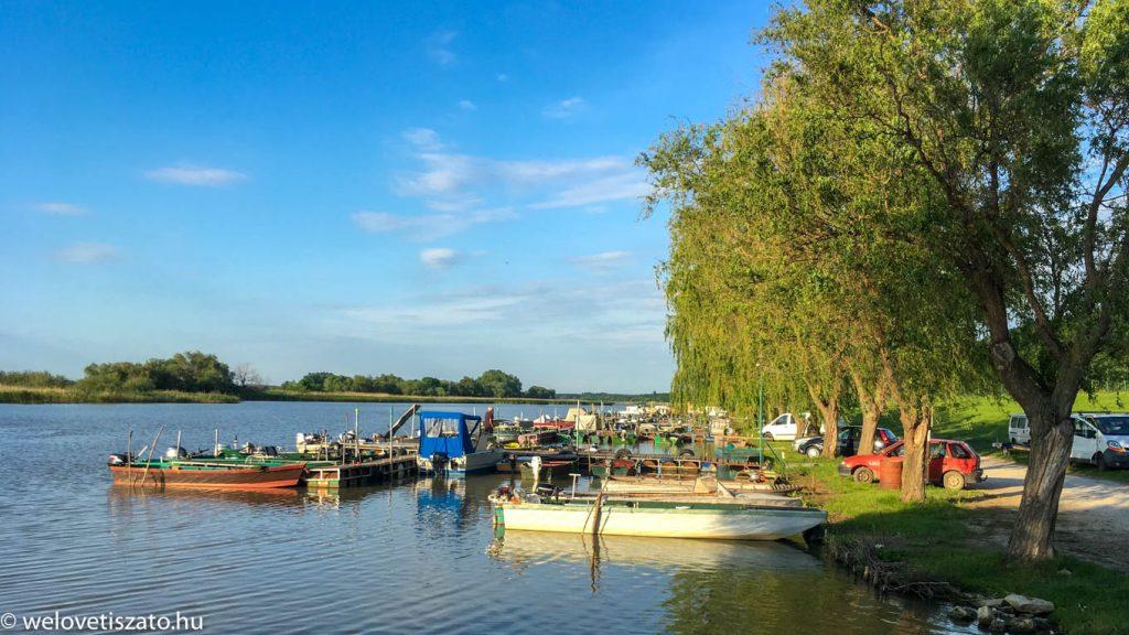 Kárász Kikötő Tiszaderzs horgászat csónakbérlés csónaktúra