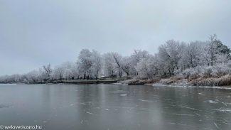 Jégtúra a Tisza-tavon. Jönnek a fagyok, óvatosan a jégen!