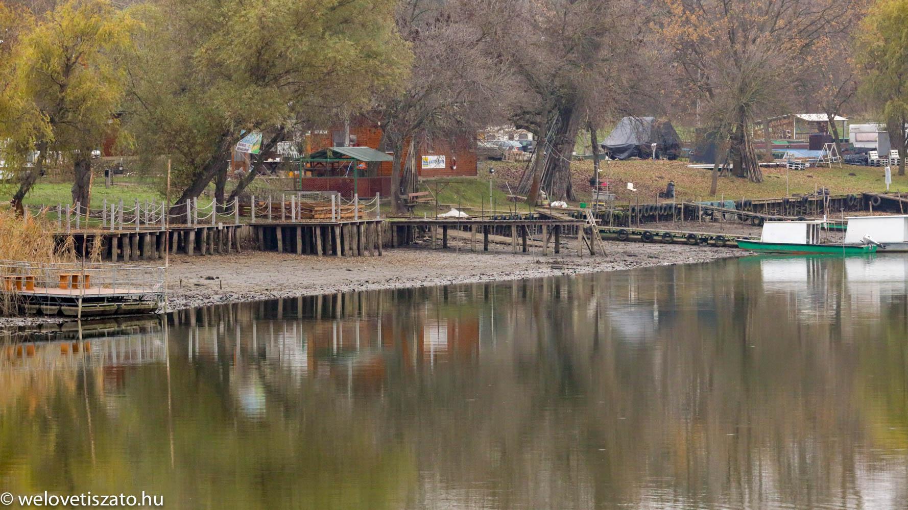 Tisza-tó téli vízszint - Horgász centrum kikötője